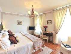 Portugal Lisbon Sintra - Hotel Tivoli Palacio de Seteais Bedroom
